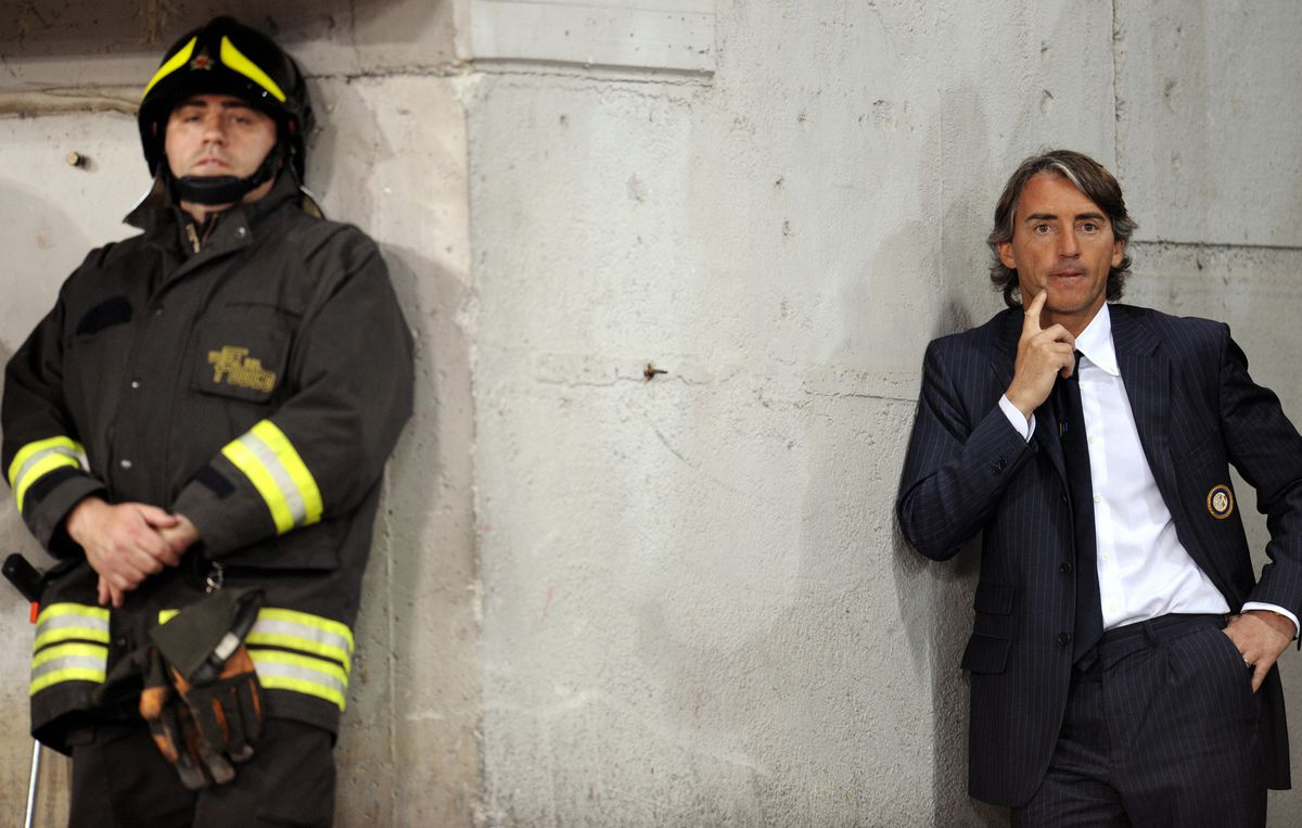 Inter Milan's coach Roberto Mancini foll