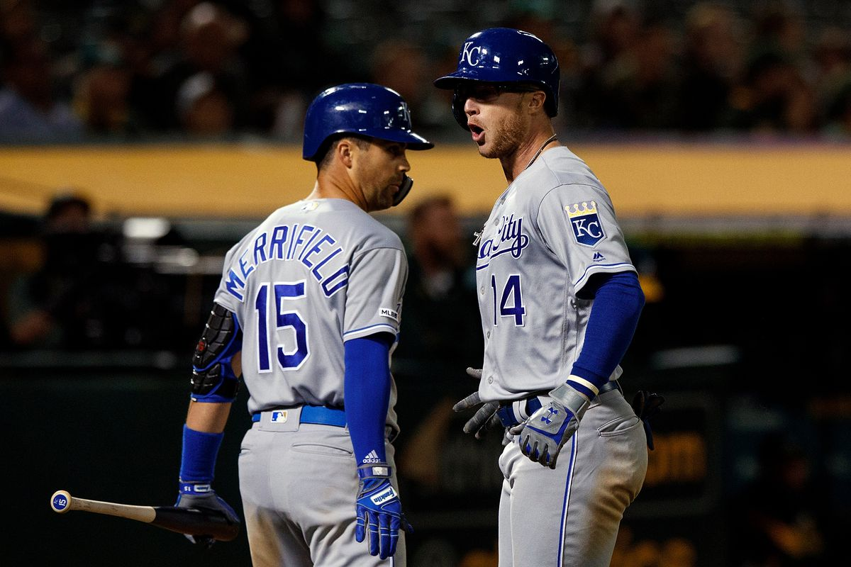 Royals storm back late and steal one in Oakland, 6-5