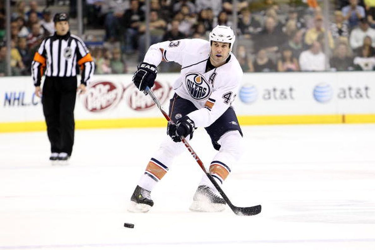 """Pass.  (Photo by Ronald Martinez/Getty Images)  Content © 2010 Getty Images All rights reserved.via <a href=""""http://cdn.picapp.com/ftp/Images/f/3/c/3/Edmonton_Oilers_v_65f5.jpg?adImageId=12955514&imageId=8423468"""">cdn.picapp.com</a>"""