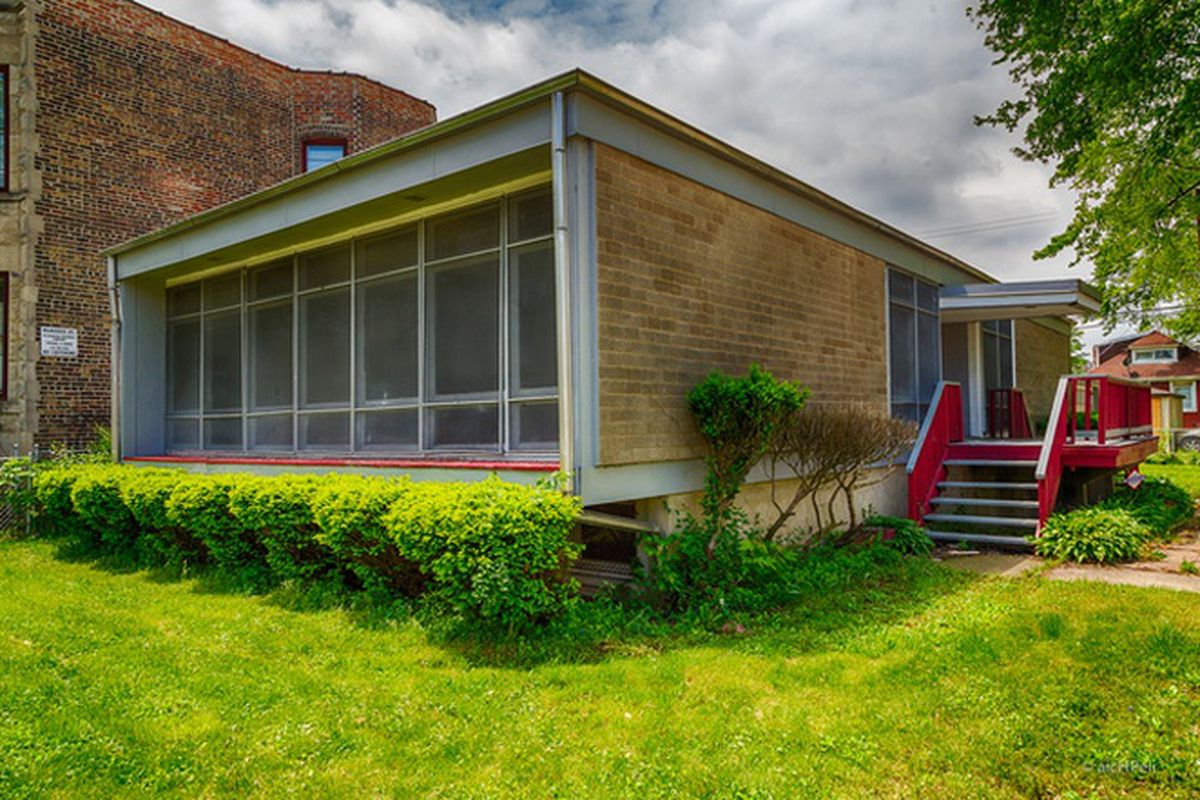 Midcentury modern fixer upper in woodlawn asking 150 000 for Modern homes for sale chicago