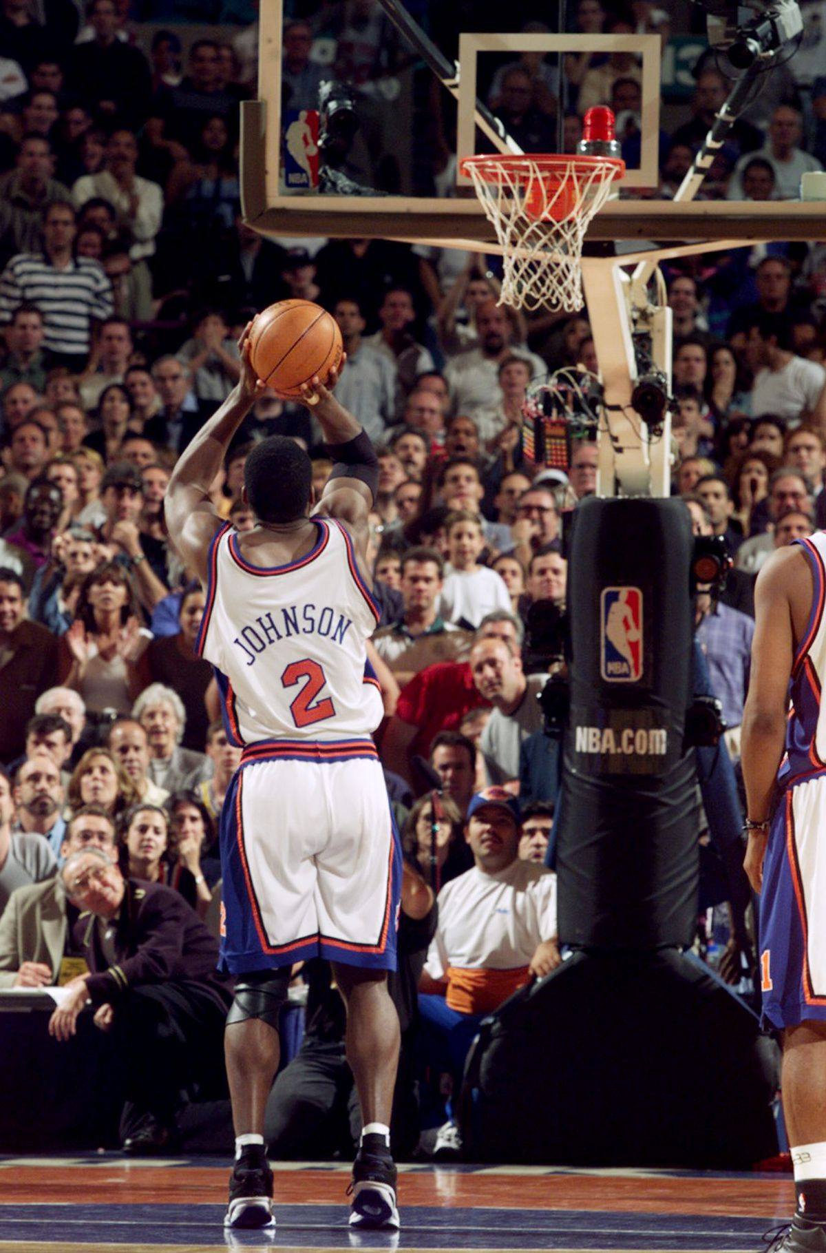New York Knicks' Larry Johnson sinks a 3-pointer to tie the