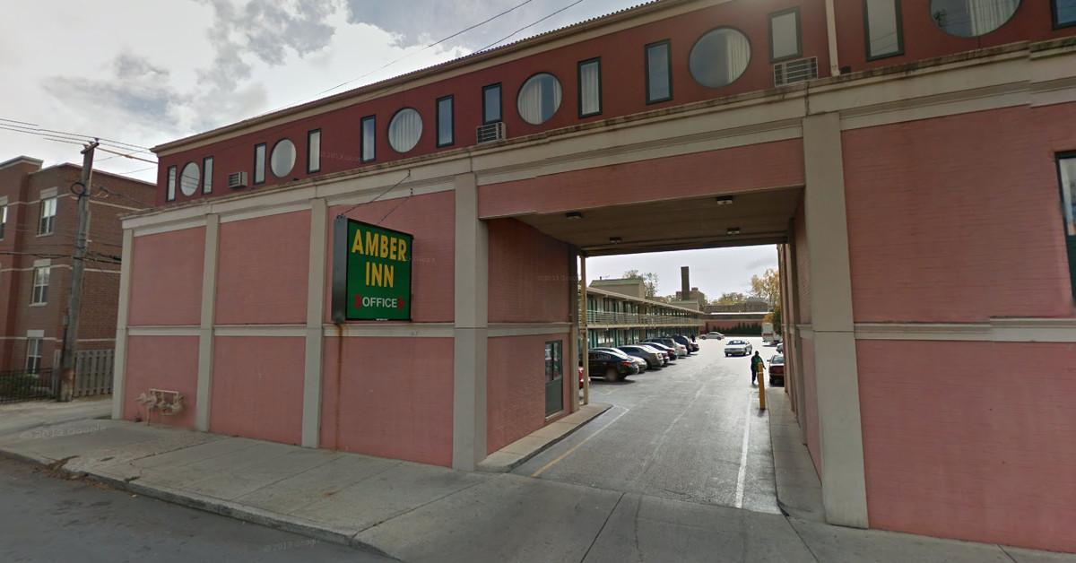 Man shot to death at Amber Inn Motel parking lot in Bronzeville