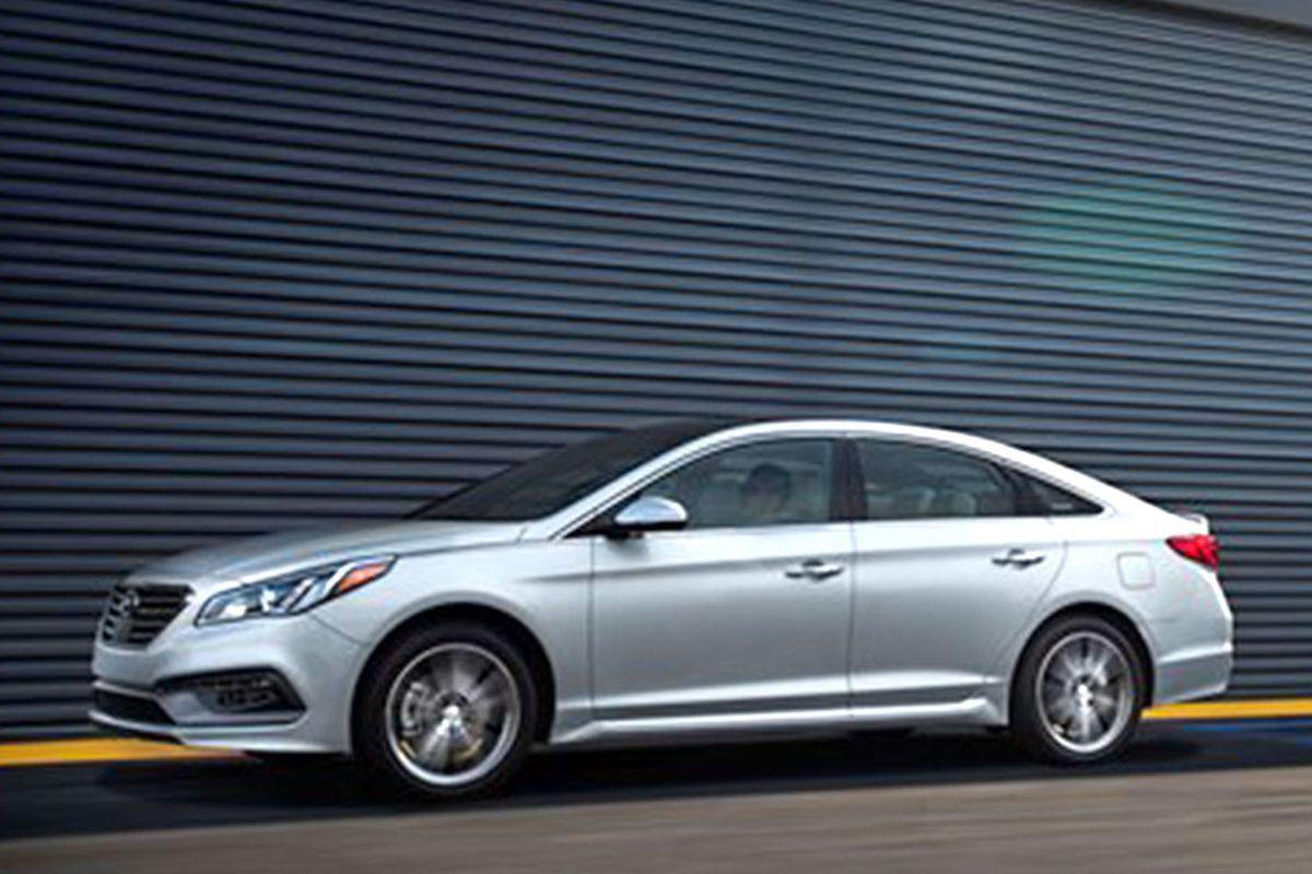 Hyundai recalls midsize cars