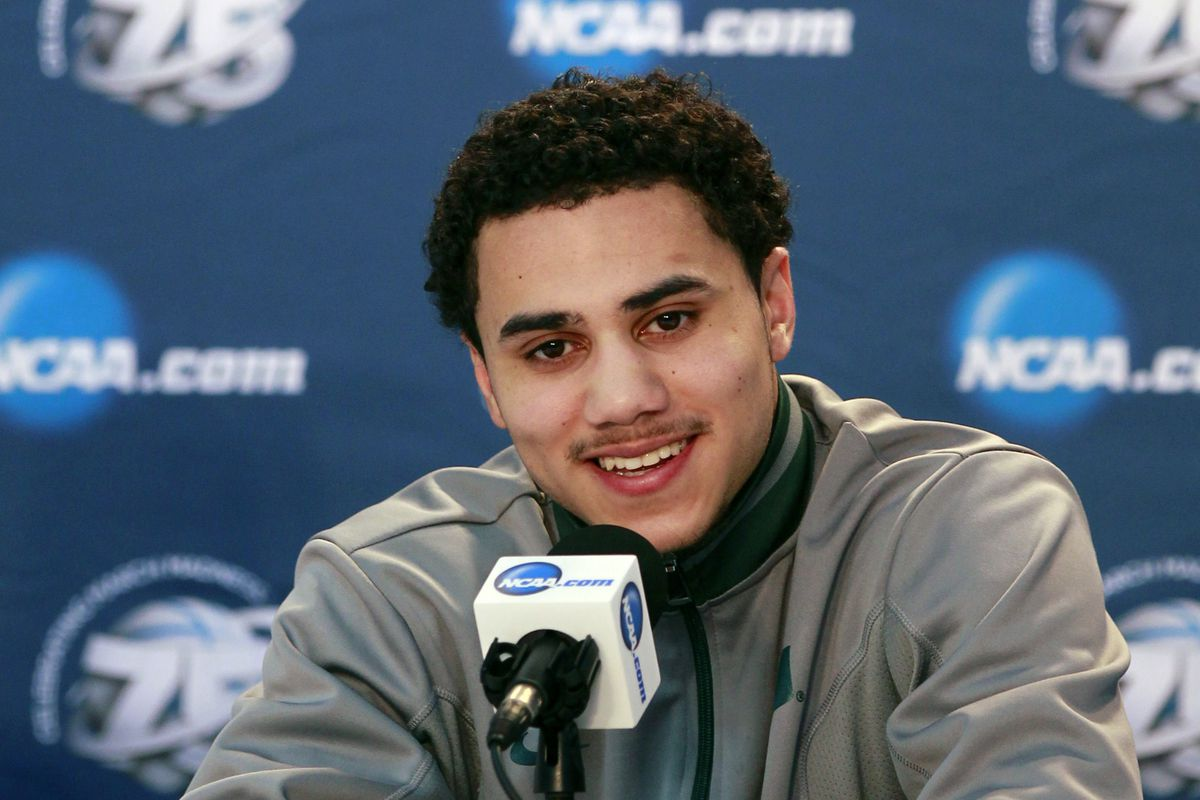 Will Shane Larkin defeat Tim Hardaway Jr. and advance on to the quarterfinals?