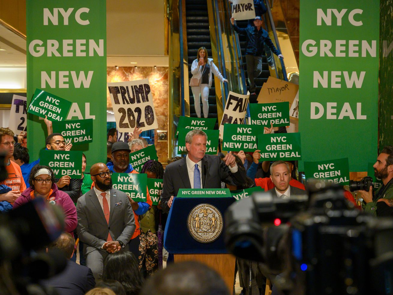 "Mayor Bill de Blasio slammed President Donald Trump's properties as ""among the biggest polluters"" in the city at a rally in Trump Tower."