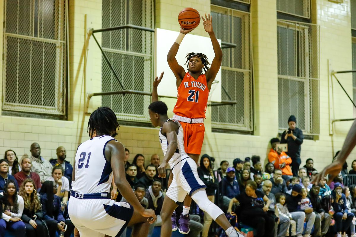 DJ Steward shrugs off Lincoln Park's intense atmosphere, leads Young to victory
