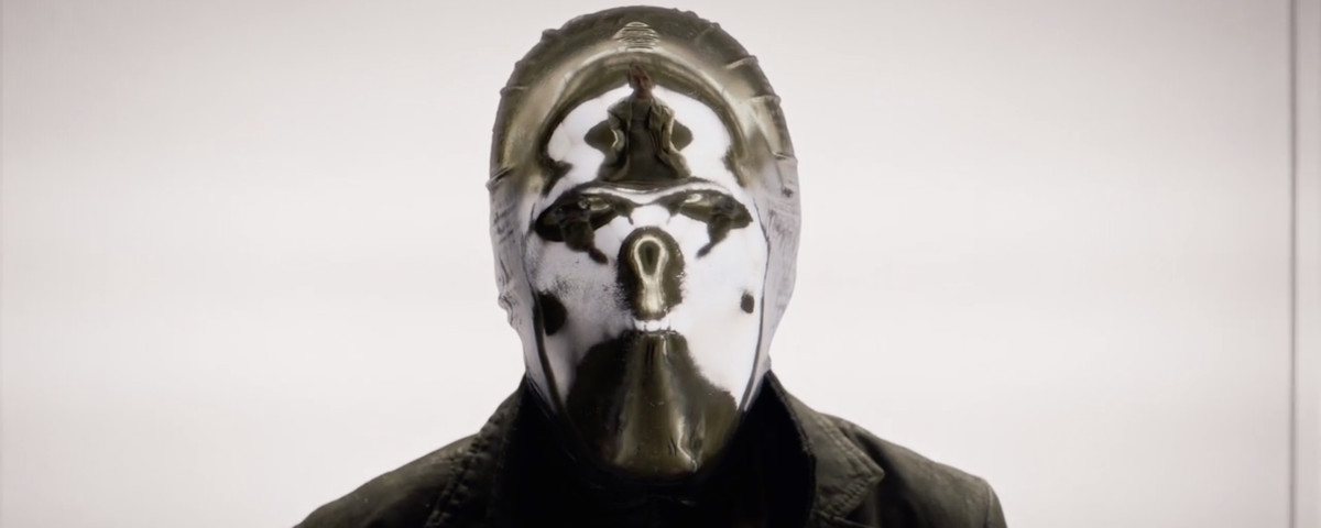 Tim Blake Nelson as Looking Glass, clad in a reflective mask.