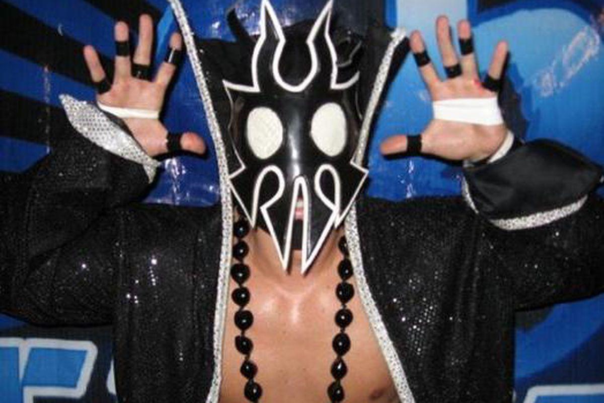 """Photo via <a href=""""http://www.paperstreetbrigade.com/blog/wp-content/uploads/2010/11/Ultra_Mantis_Black_2.jpg"""">The Bards Blog</a>"""