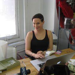 The sale's host, Kara Janx