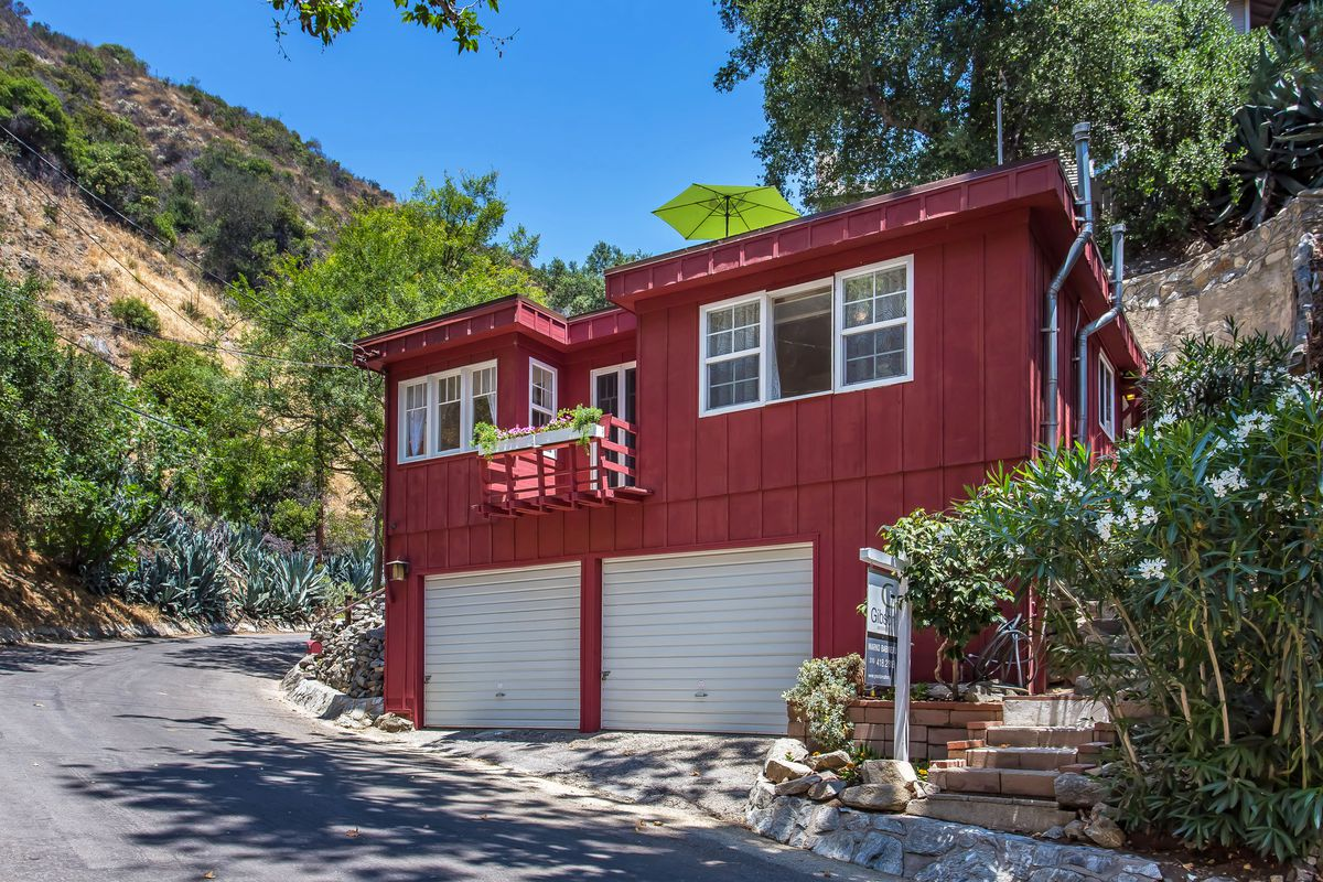 In Burbank, one-bedroom house with rooftop deck asks $549K - Curbed LA