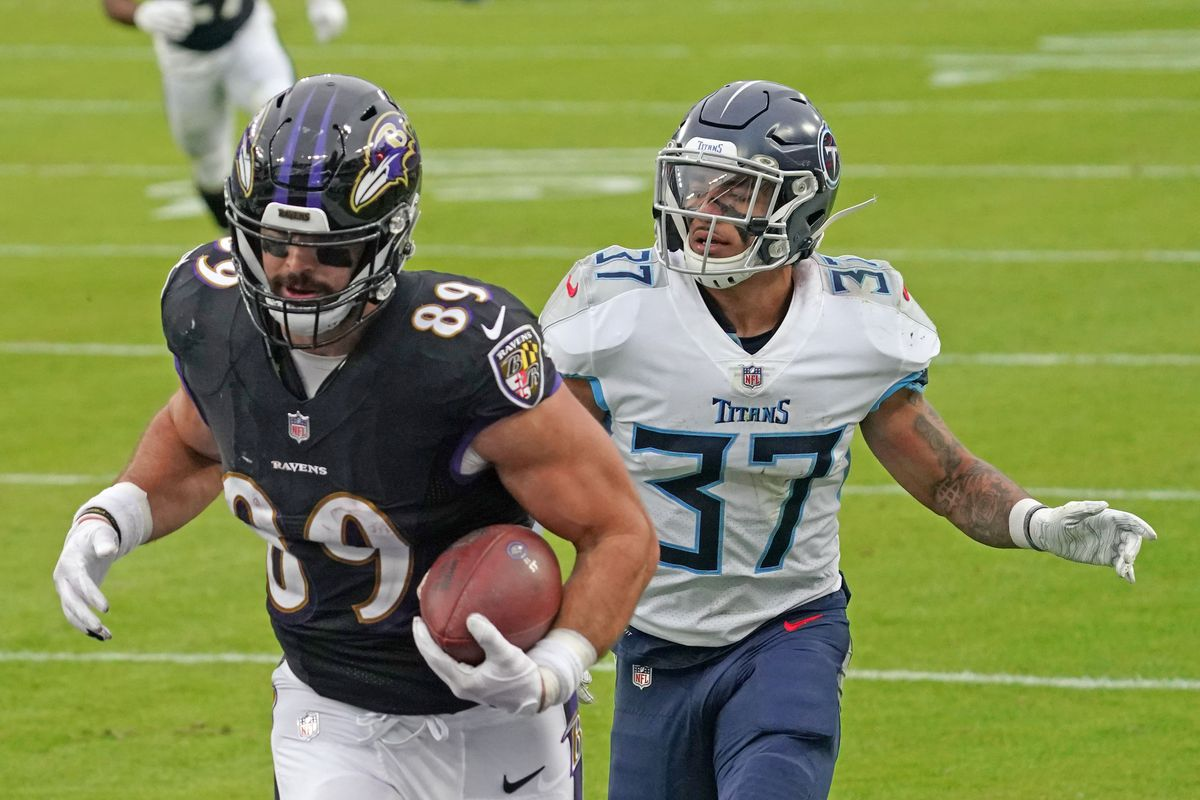 Baltimore Ravens tight end Mark Andrews (89) makes a third quarter touchdown catch defended by Tennessee Titans defensive back Amani Hooker (37) at M&T Bank Stadium.
