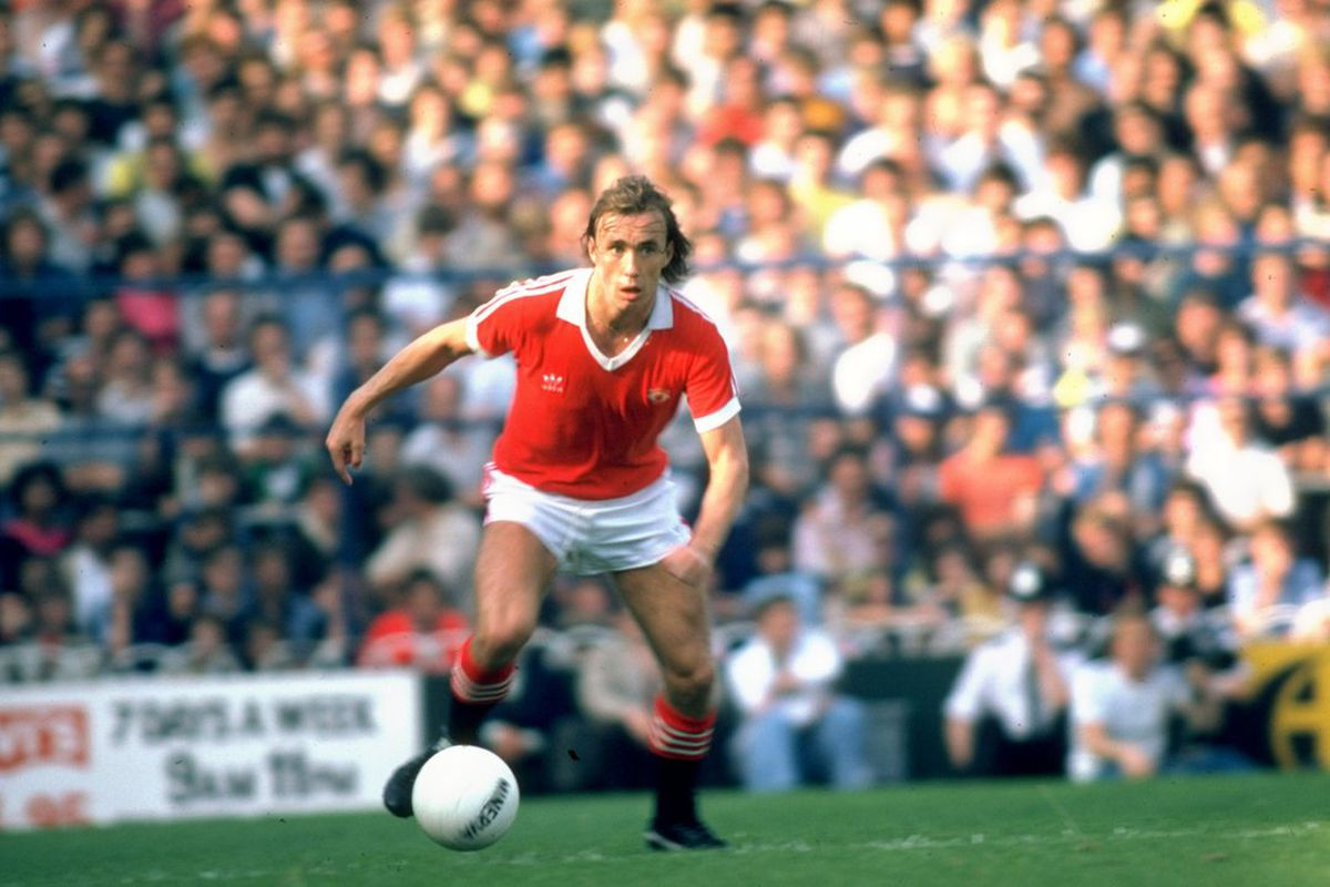 Sammy McIlroy in action for Manchester United. Not well liked by Mark in today's article.