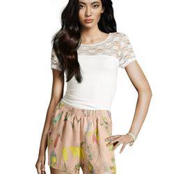 "<a href=""http://www.hm.com/us/product/98989?article=98989-B#&campaignType=K&shopOrigin=QL"">Flower shorts</a>, $29.95"