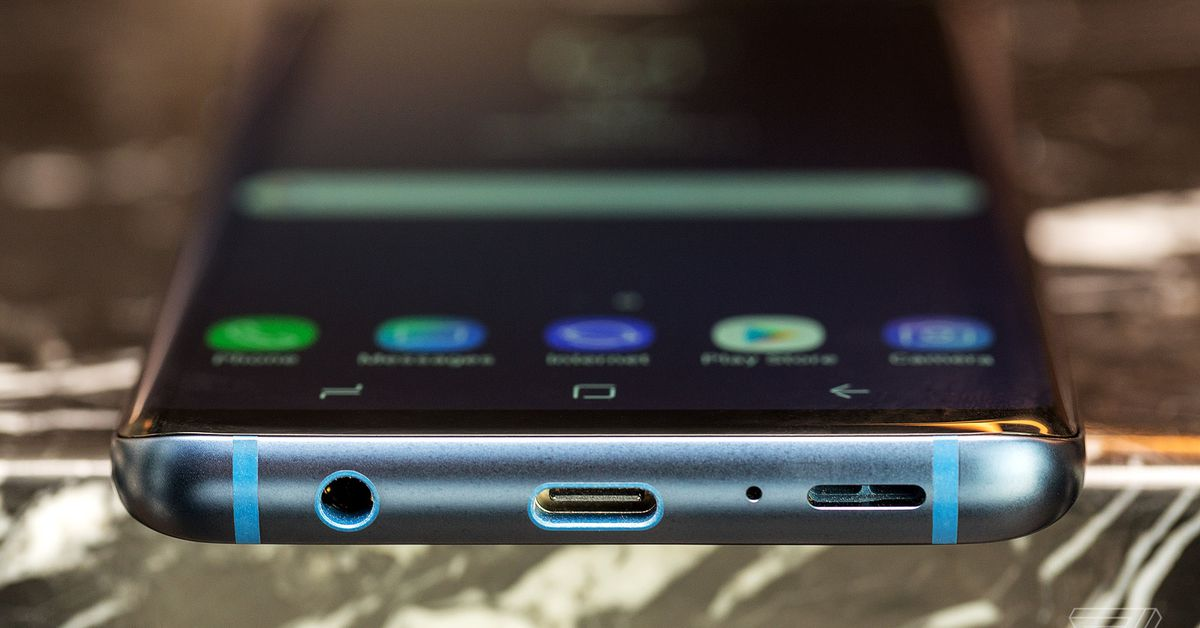 Yes, the Samsung Galaxy S9 has a headphone jack