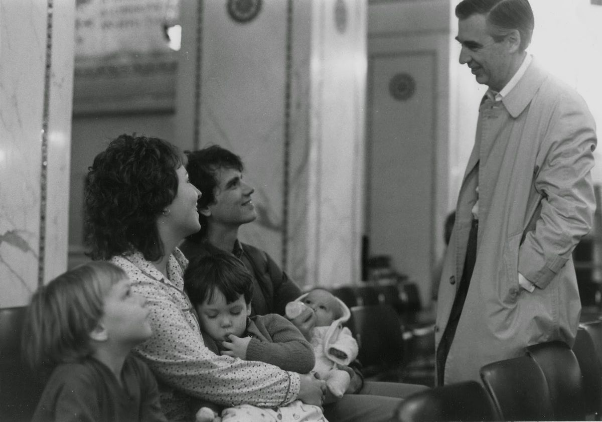 """Paul Obis (center), his then-wife Mariclaire, fellow vegetarian Fred """"Mister"""" Rogers & some of their family at the Chicago Cultural Center.   Family photo"""