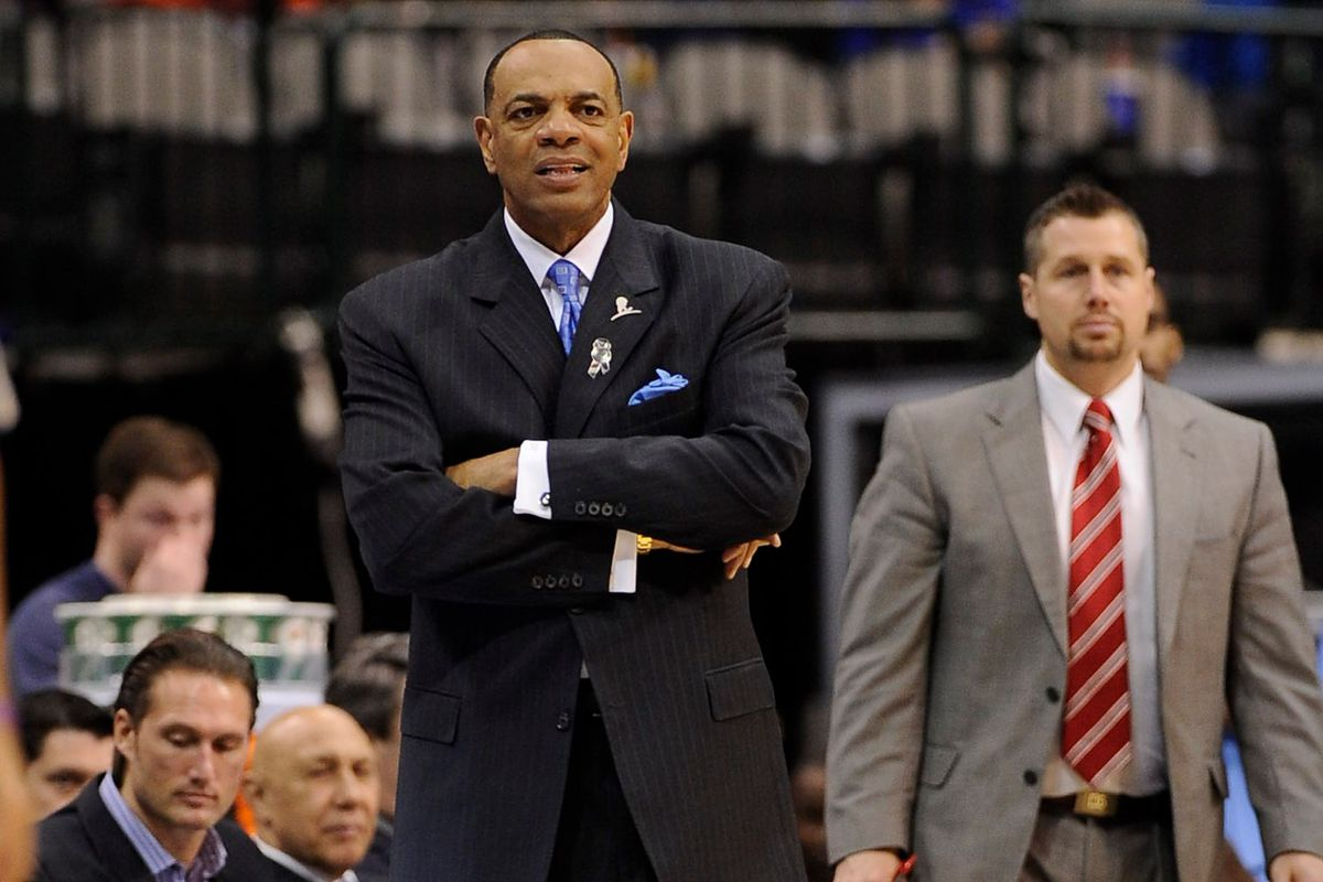 Q&A with Tom Lorenzo The pros and cons of Lionel Hollins as a