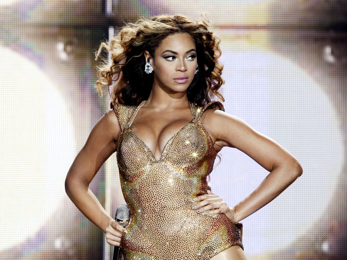 Beyoncé performs in California.