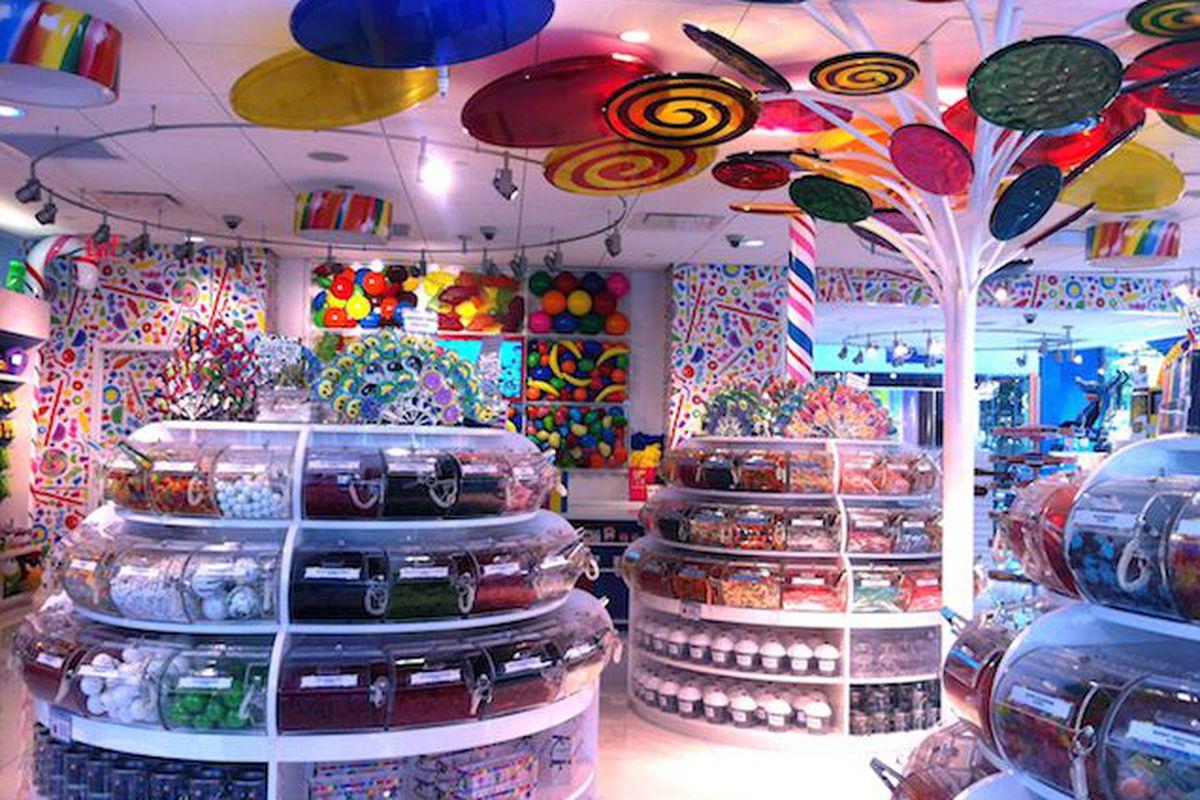 Как оформить магазин сладостей фото