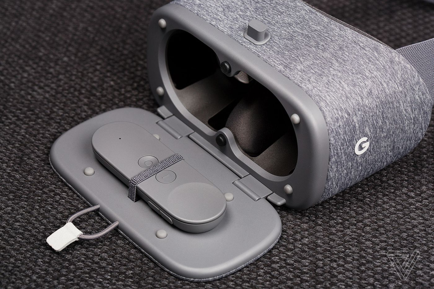 Google Daydream View review: mobile VR done mostly right - The Verge