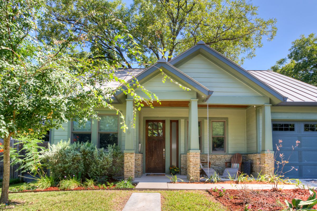 Craftsman Style Home In Austin S Central Crestview