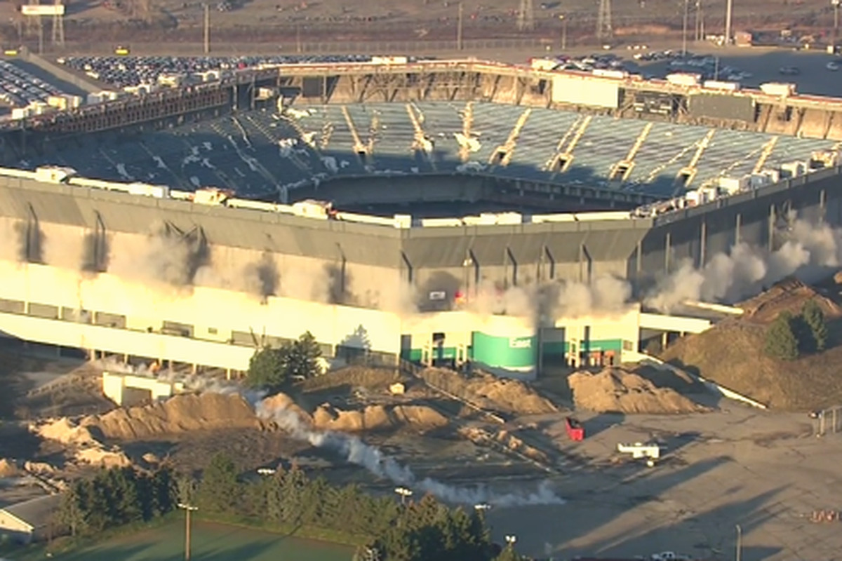 Pontiac Silverdome implosion fails after initial blast
