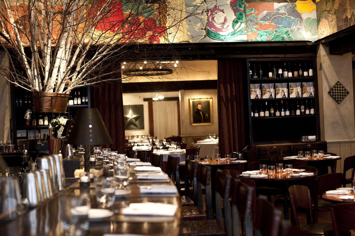 Former Gramercy Tavern Server Files Discrimination Complaint