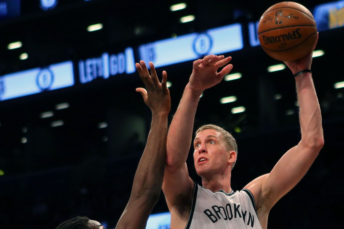 Mason Plumlee shoots over Kenneth Faried