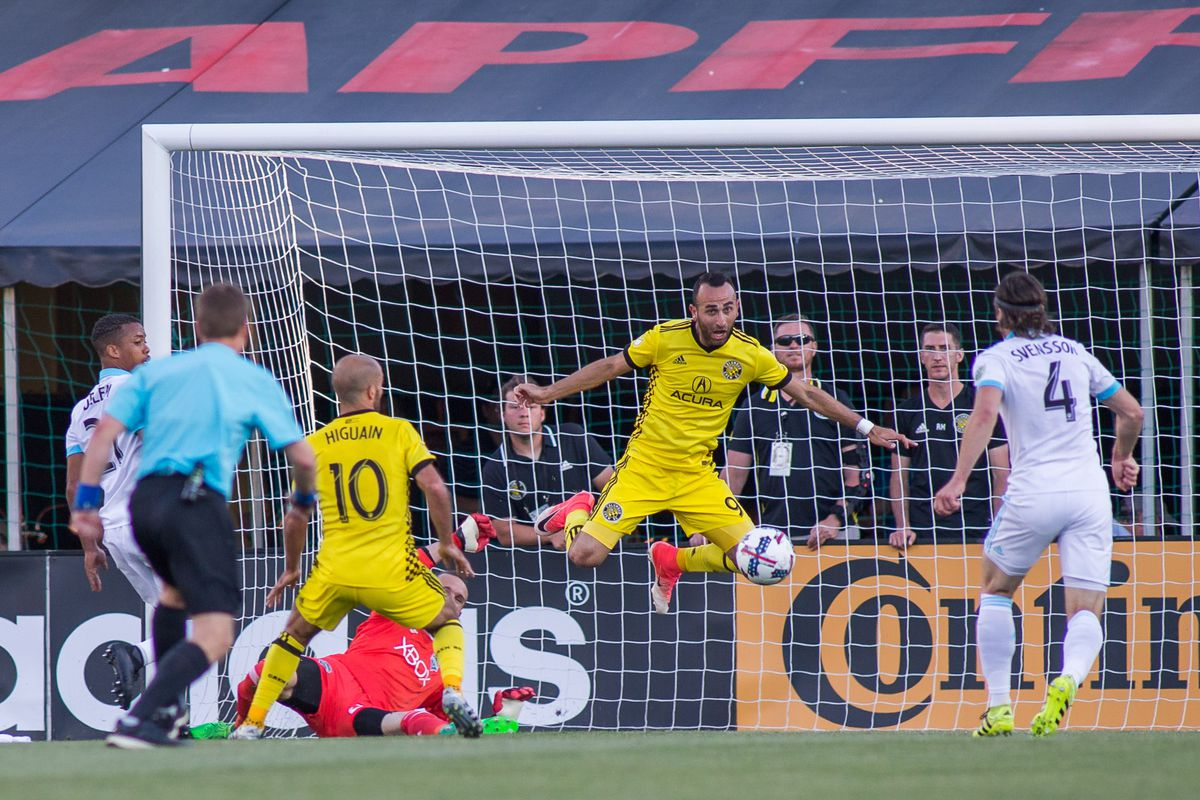 Montreal's new defensive tactics pose familiar problems for