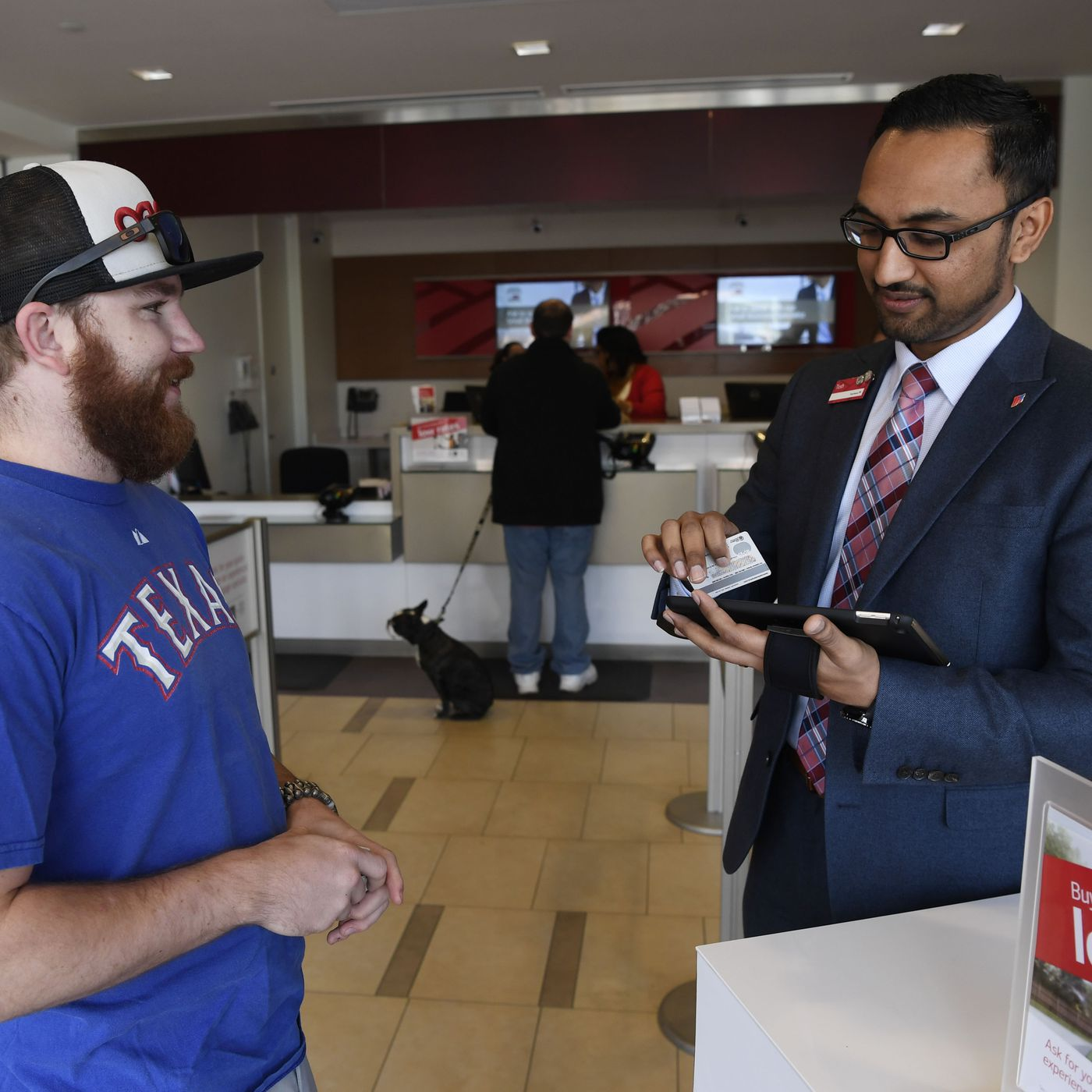 Bank Of America Pay Raise Tellers Will Make At Least 20 An Hour