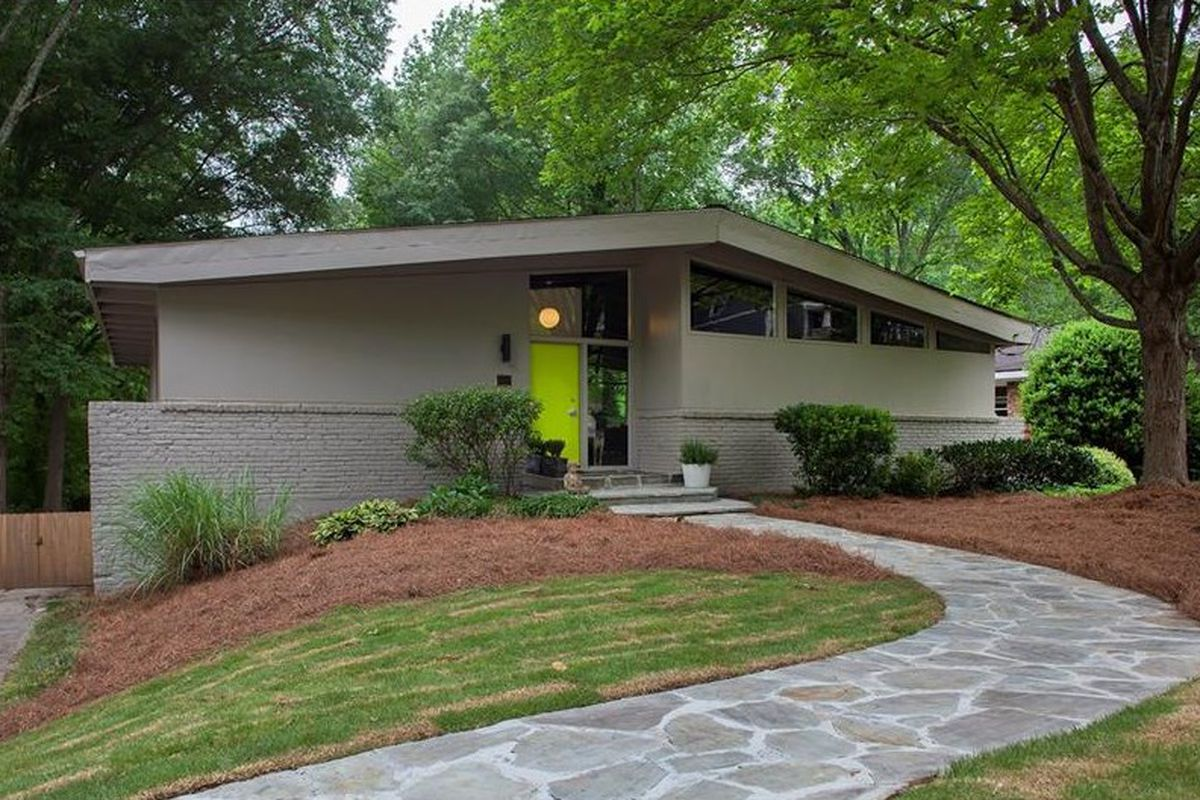 Updated buckhead pad called pinnacle of midcentury modern for Mid century modern homes