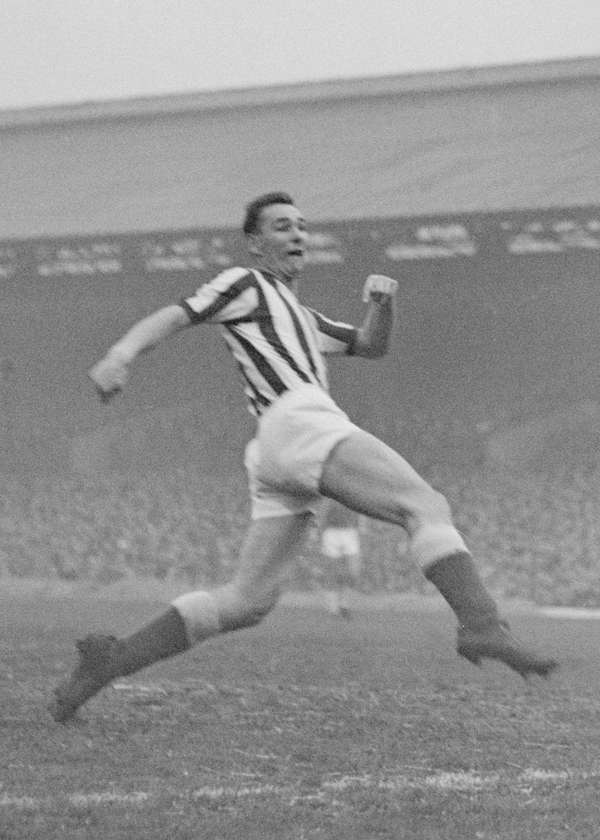 Sunderland v Cardiff 1962/63. Sunderland's Brian Clough in action against Cardiff at Roker Park. Sunderland won the matc