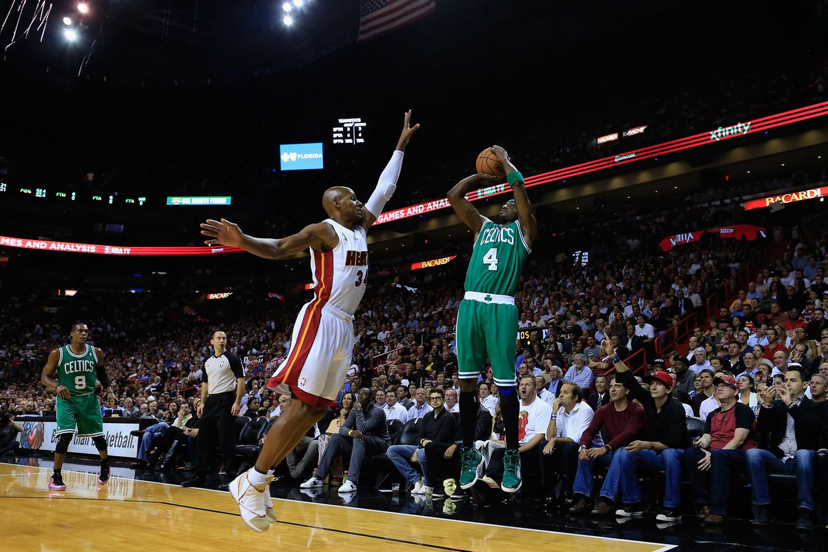 Ray Allen closes out to Jason Terry.