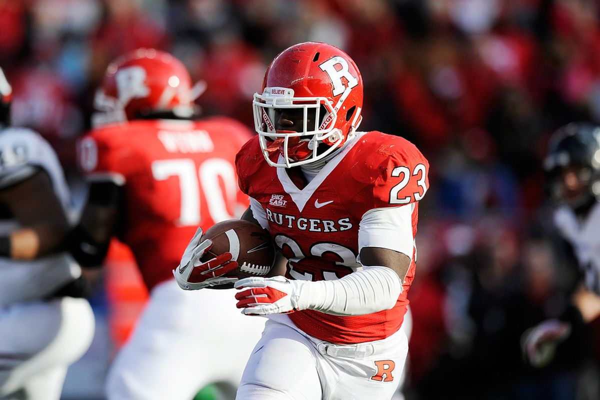 Jawan Jamison of the Rutgers Scarlet Knights runs the ball against the Cincinnati Bearcats at Rutgers Stadium on November 19, 2011 in New Brunswick, New Jersey.  (Photo by Patrick McDermott/Getty Images)