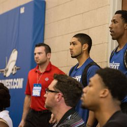 KCP and Siva look on as OKC/Indy finish their game.