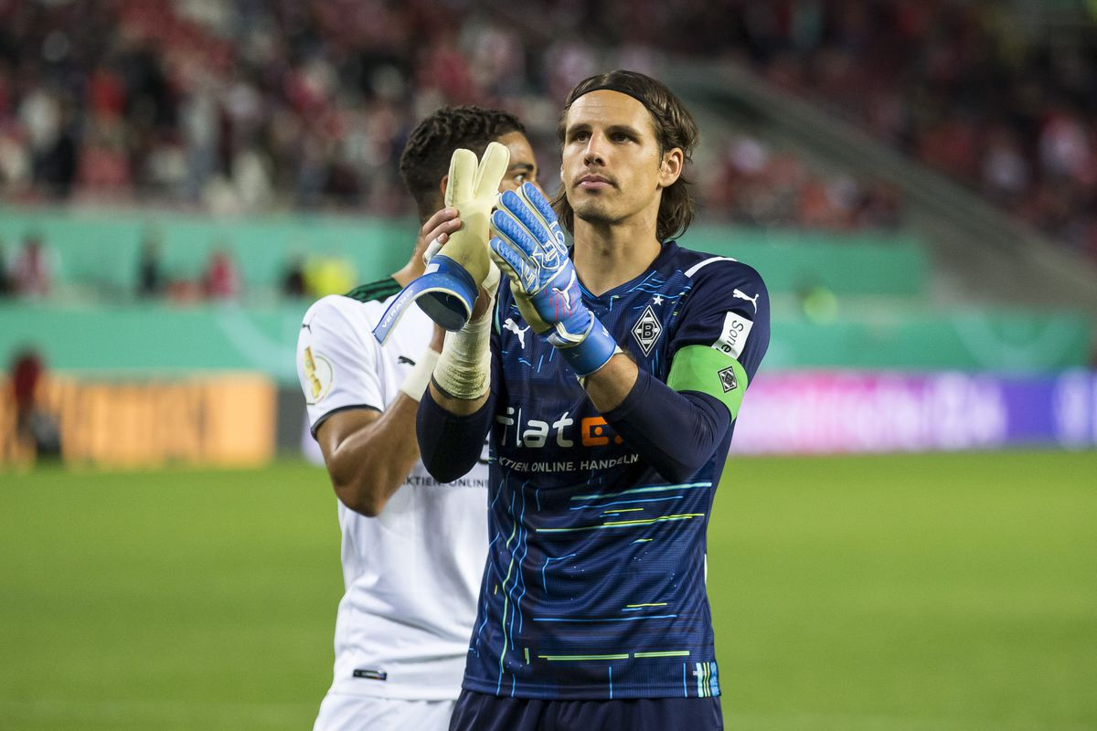 1. FC Kaiserslautern v Bor. Mönchengladbach - DFB Cup: First Round