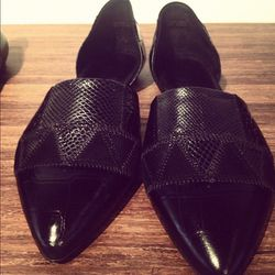 """""""How amazing are these #jennykane flats also?! Needed a cool black flat."""""""