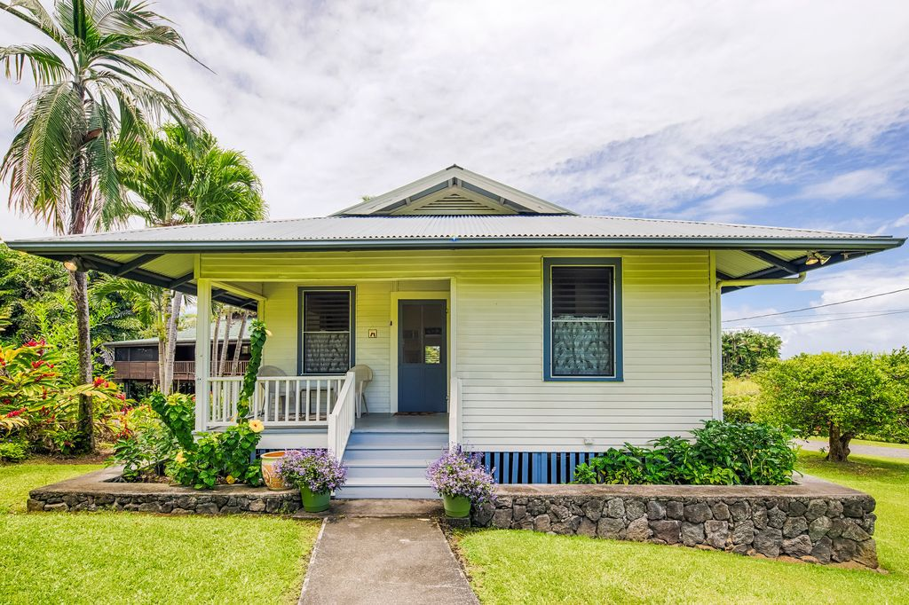 Adorable Hawaiian bungalow offers slice of paradise for just ... on