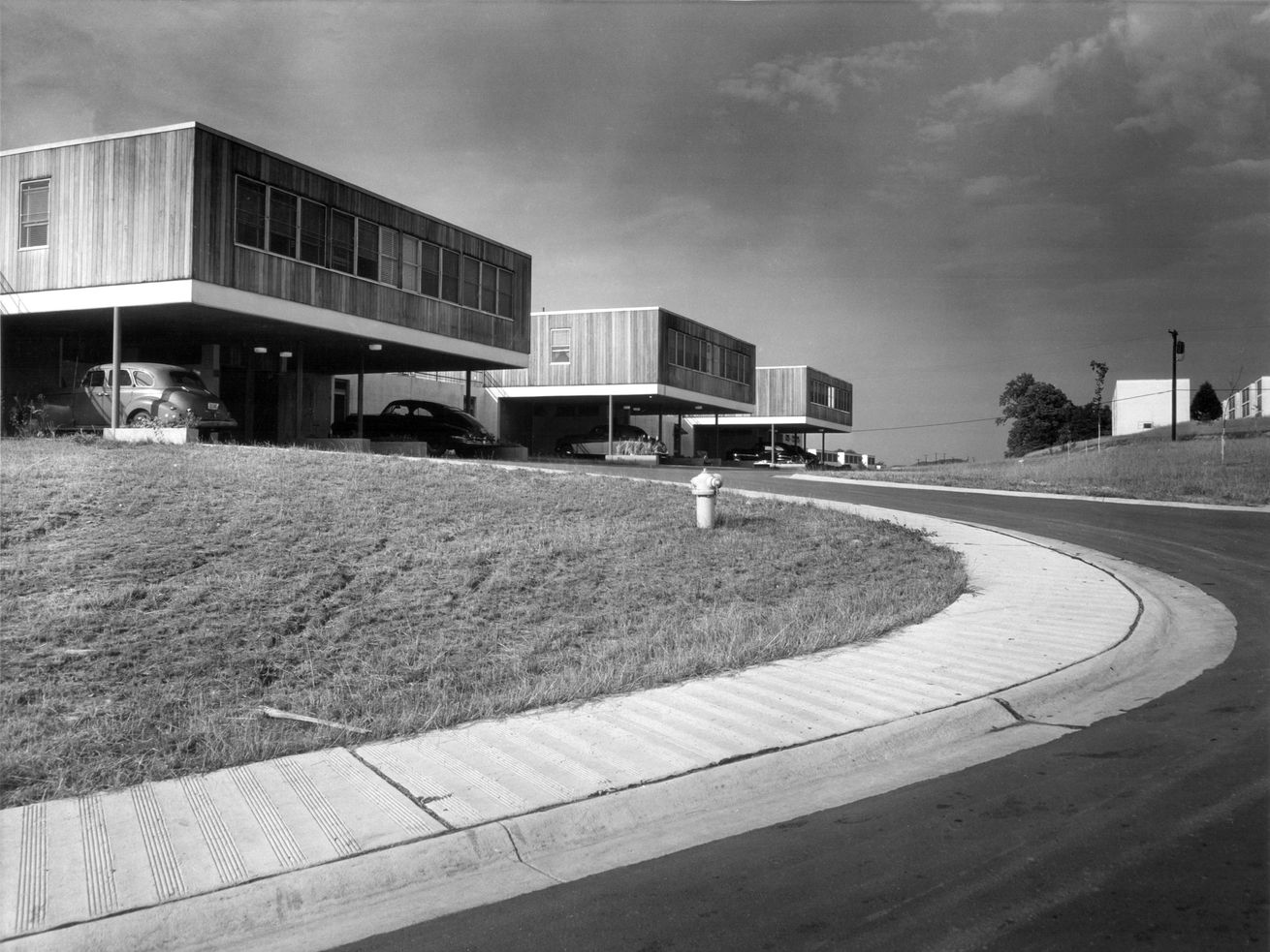 In the 1940s, the government built three secret cities from scratch as part of the Manhattan Project. Prefabricated houses, like those by SOM shown above, helped establish a good quality of life.
