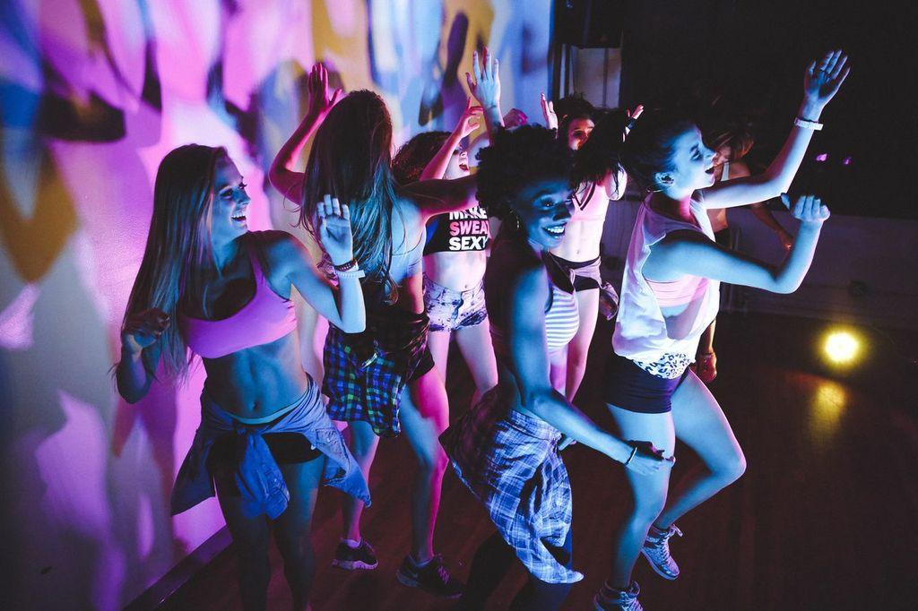 смотреть танцы под клубную музыку случай, когда