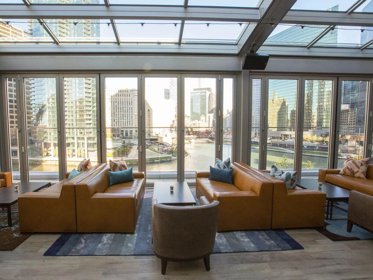 A dining area overlooking the Chicago River.