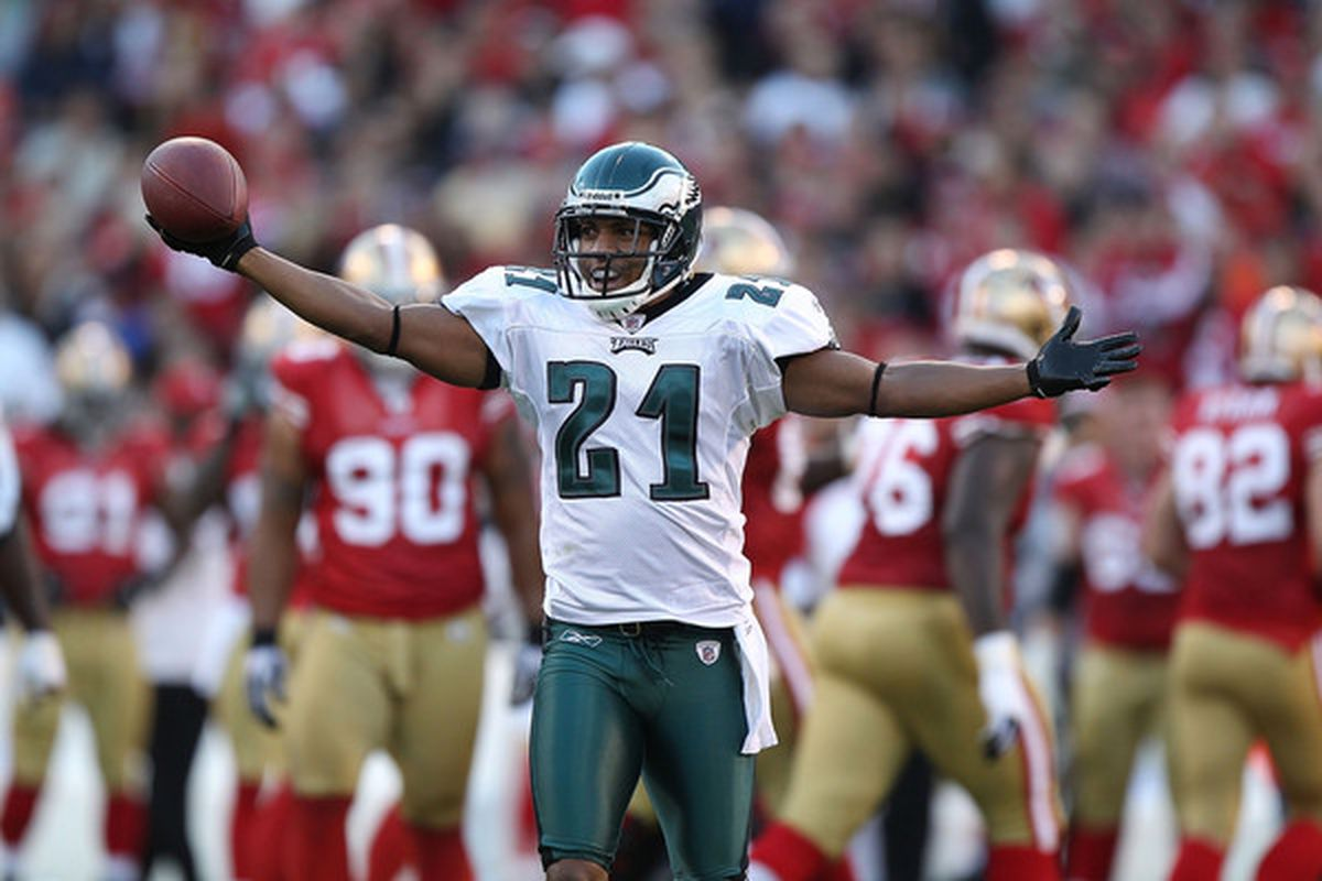 Joselio Hanson #21 of the Philadelphia Eagles celebrates after recovering a fumble against the San Francisco 49ers