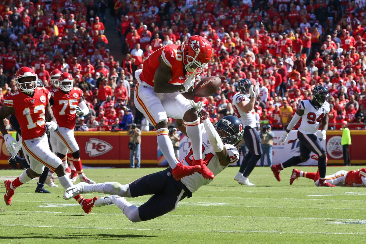 Kansas City Chiefs wide receiver Tyreek Hill can't come up with a catch in the second quarter of an NFL matchup between the Houston Texans and Kansas City Chiefs on October 13, 2019 at Arrowhead Stadium in Kansas City, MO.