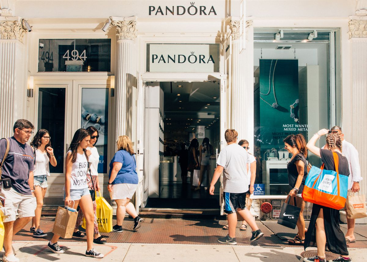 34fb73d7d At the front of each Pandora store is an