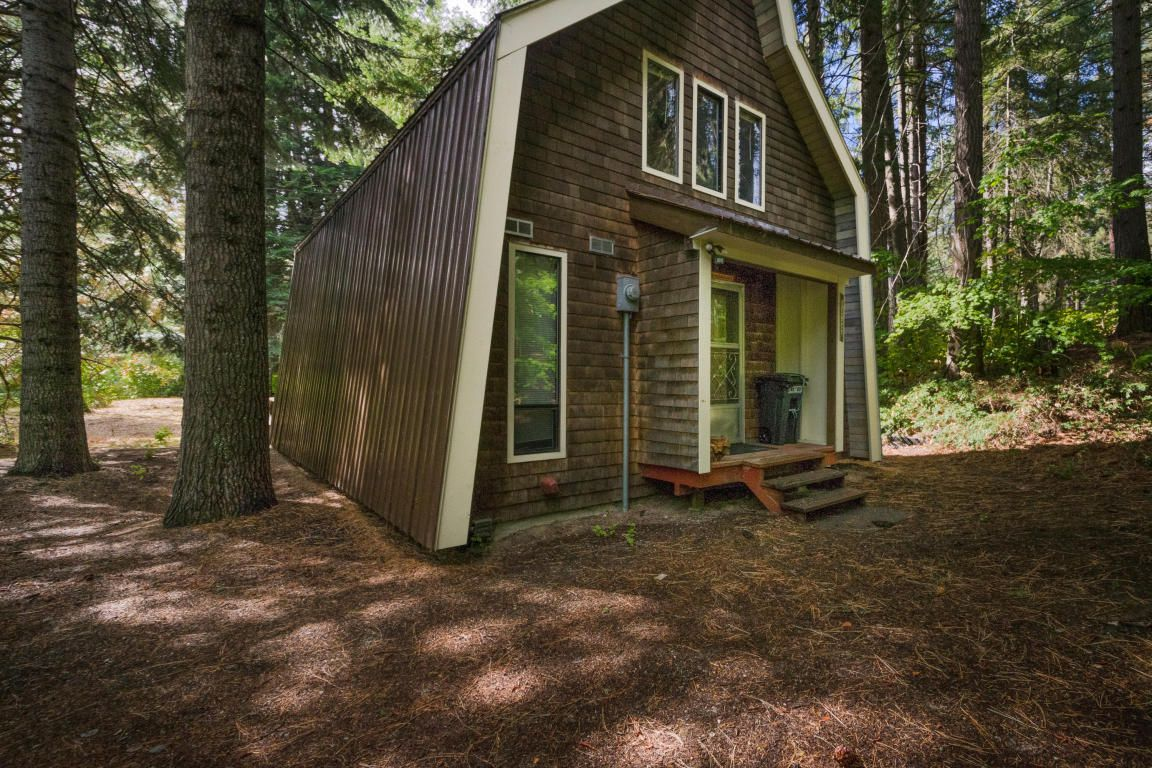 Funky take on an A-frame lists outside Leavenworth - Curbed