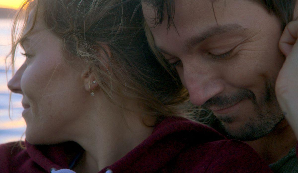 Wander Darkly cast members Diego Luna and Sienna Miller snuggling