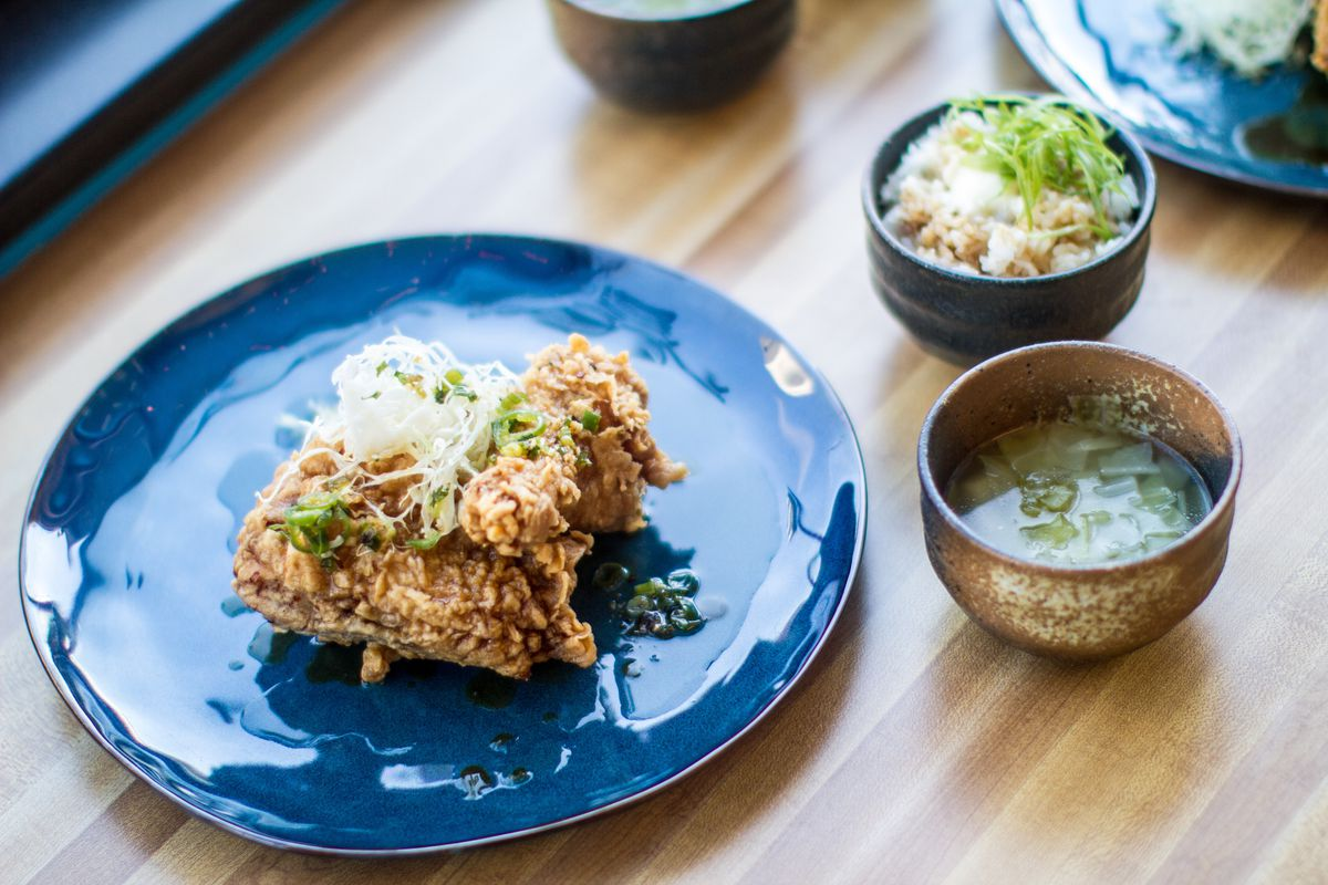 Fried chicken plate at Bantam King [Photo: Farrah Skeiky/Official]