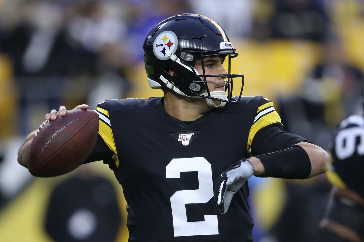 Pittsburgh Steelers quarterback Mason Rudolph passes against the Los Angeles Rams during the first quarter at Heinz Field.