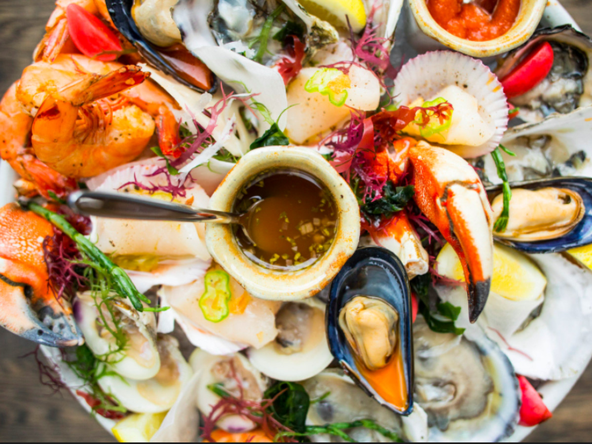 11 Finest Seafood Restaurants In Minneapolis And Saint Paul Where To Order Oysters Ahi Langostine Mive Crabore