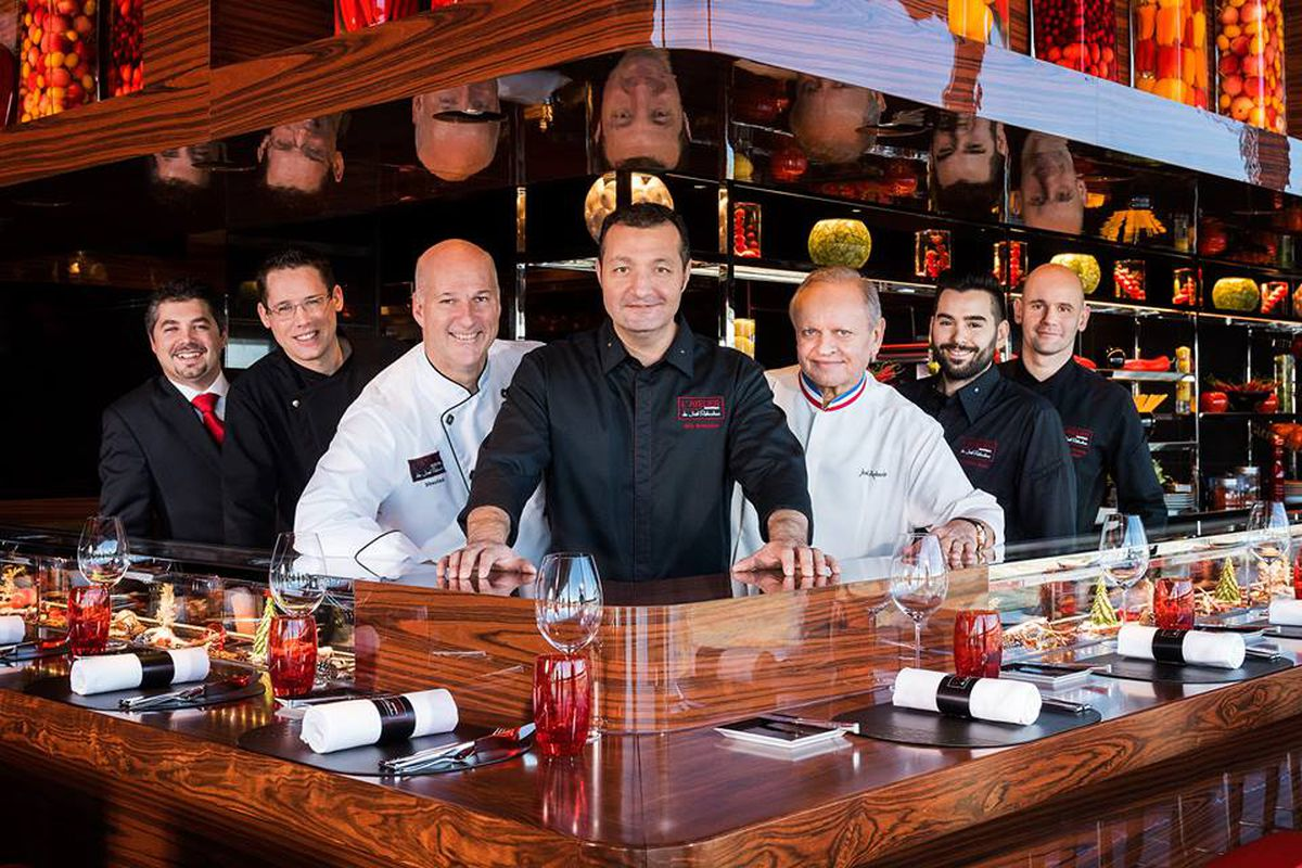 Jo l robuchon s montreal restaurant opens with very for Atelier cuisine montreal