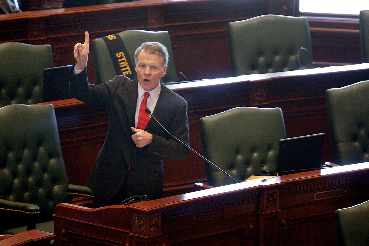 """House Speaker Michael Madigan discusses electric rates legislation during a rare """"Committee of the Whole"""" joint session of the General Assembly in 2007."""